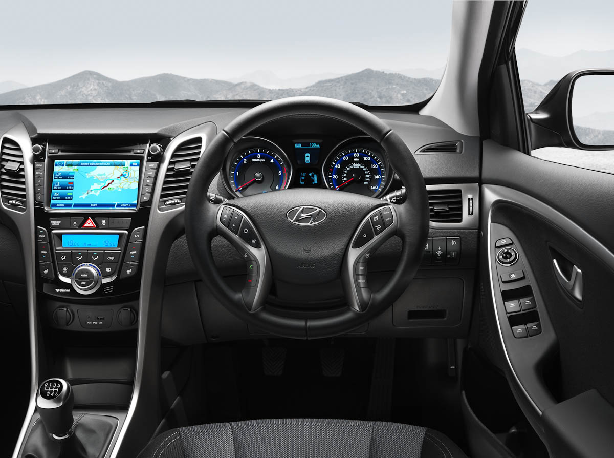 Hyundai i30 low co2 emission family hatchback hyundai for Interior hyundai i30